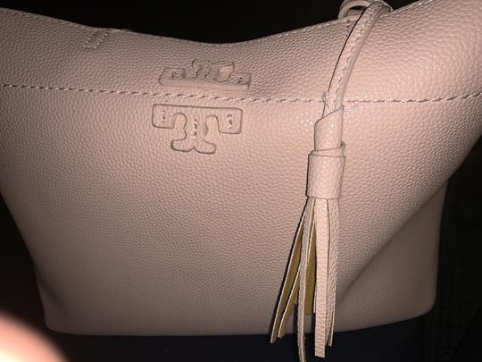 Preload https://item5.tradesy.com/images/tory-burch-bag-pinky-biege-leather-tote-26156304-0-0.jpg?width=440&height=440