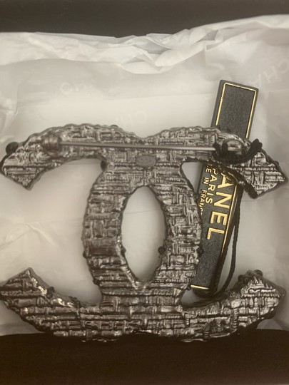 Chanel Chanel extra large brooch pin Image 2