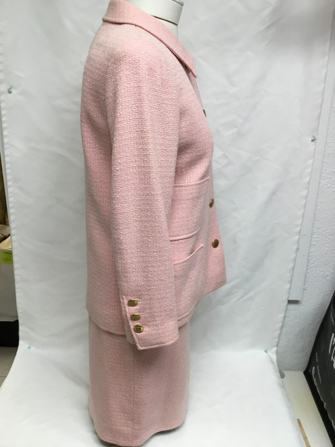 Chanel Pink tweed skirt suit with gold logo buttons Image 2