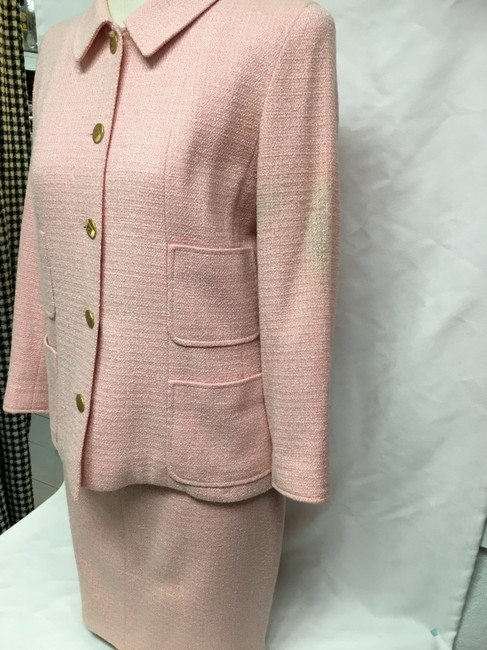 Chanel Pink tweed skirt suit with gold logo buttons Image 4