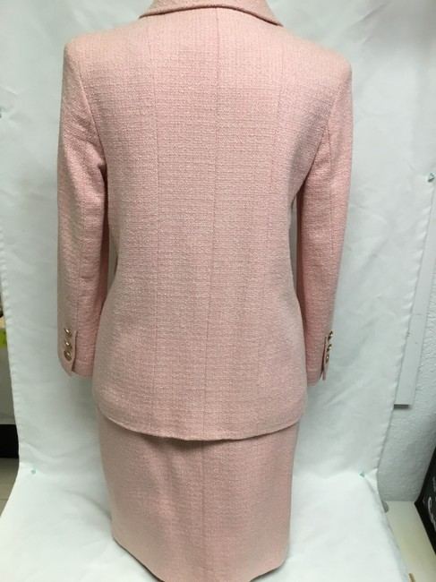 Chanel Pink tweed skirt suit with gold logo buttons Image 7