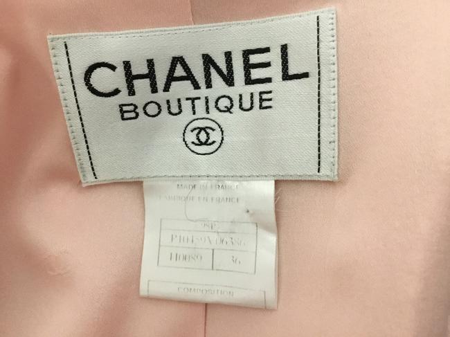 Chanel Pink tweed skirt suit with gold logo buttons Image 9