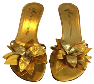 Vicini Deep Gold Wedges