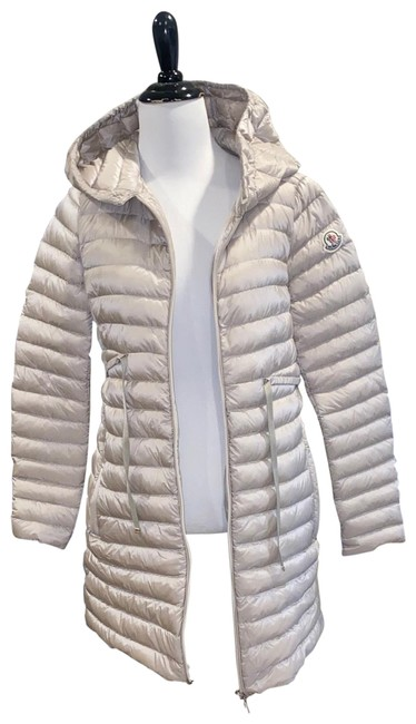 Preload https://img-static.tradesy.com/item/26159359/moncler-gray-w-women-puffer-whood-coat-size-00-xxs-0-1-650-650.jpg