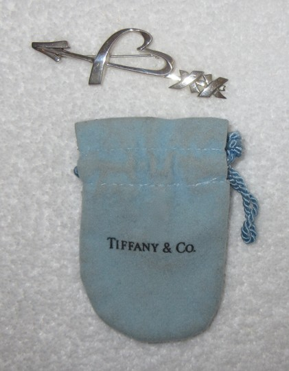 Tiffany Vintage Arrow Sterling Silver Pin Brooch Heart Kiss Signed Image 2