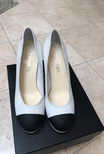 Chanel white and black Pumps Image 1
