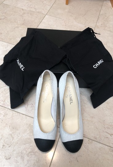 Chanel white and black Pumps Image 5