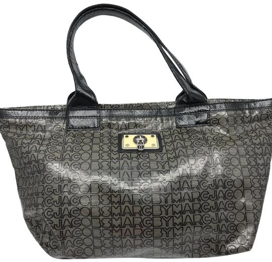 Preload https://img-static.tradesy.com/item/26159813/marc-by-marc-jacobs-large-gray-patent-leather-shoulder-bag-0-1-540-540.jpg