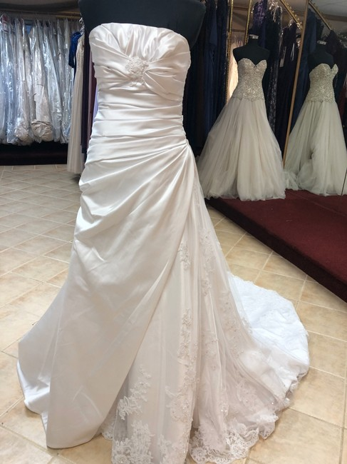 Item - White Satin Lace A-line Gown with Ruching And Destination Wedding Dress Size 8 (M)