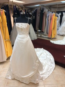 Anjolique Ivory/Gold/Silver Silk Satin Classic Style Gown with Embroidery Traditional Wedding Dress Size 8 (M)