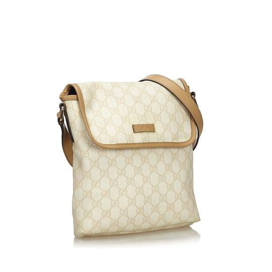 Preload https://img-static.tradesy.com/item/26161679/gucci-with-brown-beige-pvc-plastic-gg-italy-white-leather-cross-body-bag-0-0-540-540.jpg