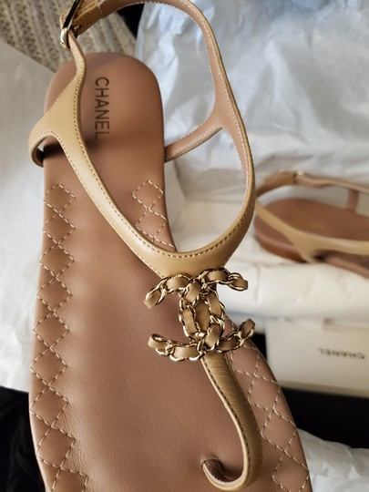 Preload https://item5.tradesy.com/images/chanel-nude-thong-sandals-size-eu-38-approx-us-8-regular-m-b-26161774-0-0.jpg?width=440&height=440