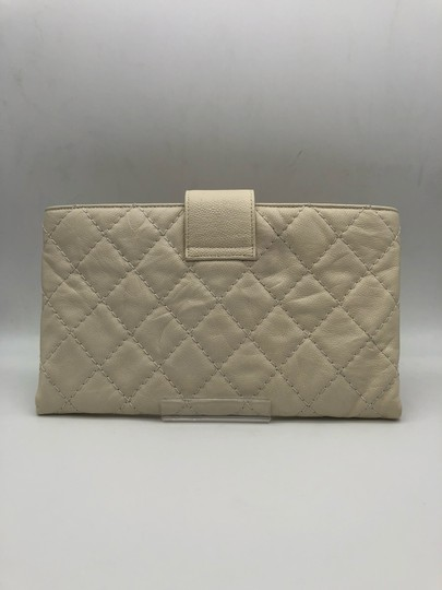 Chanel white Clutch Image 1