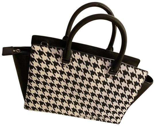 Preload https://img-static.tradesy.com/item/26162071/michael-kors-used-but-in-great-condition-gingham-bag-black-and-white-leather-tote-0-1-540-540.jpg