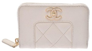 Chanel Chanel Matrasse Round Fastener Coin Case White G Metal Ladies Calf Card CHANEL Box Gala
