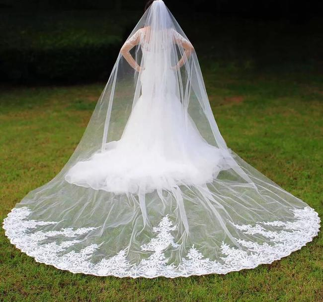 Unbranded Long White Or Ivory High Quality 4m Lace One Layer with Comb Bridal Veil Unbranded Long White Or Ivory High Quality 4m Lace One Layer with Comb Bridal Veil Image 1