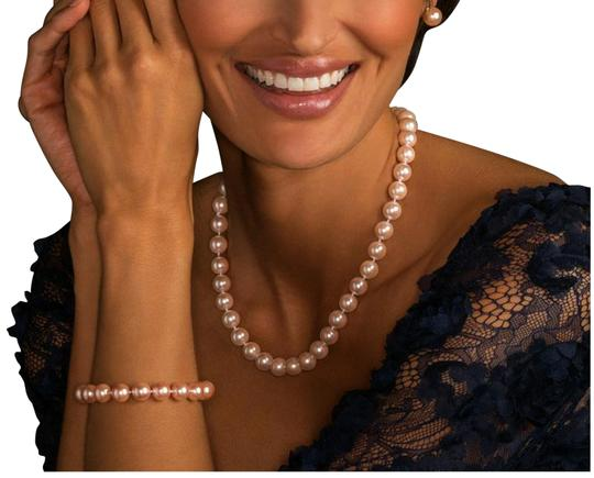 Preload https://img-static.tradesy.com/item/26166928/modern-vintage-pink-estate-pearl-set-earrings-bracelet-necklace-0-4-540-540.jpg