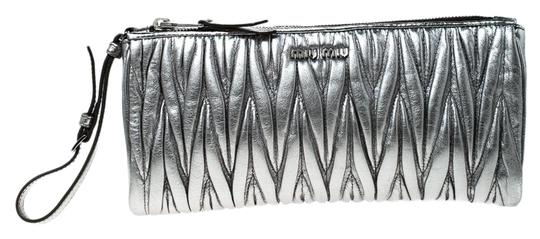 Preload https://img-static.tradesy.com/item/26167315/miu-miu-matelasse-lux-wristlet-silver-leather-clutch-0-1-540-540.jpg