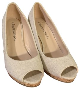 City Classified beige Wedges