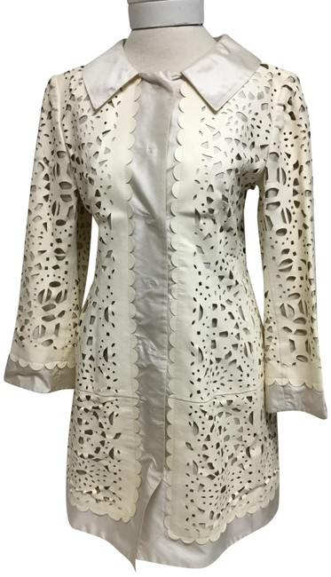 Item - Cream Laser Cut with Off White Silk Jacket Size 6 (S)