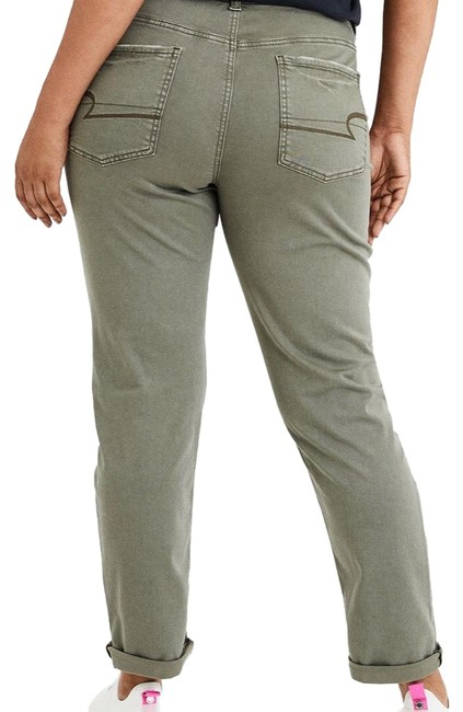 Preload https://img-static.tradesy.com/item/26174262/american-eagle-outfitters-olive-green-tomgirl-short-relaxed-fit-jeans-size-6-s-28-0-2-650-650.jpg