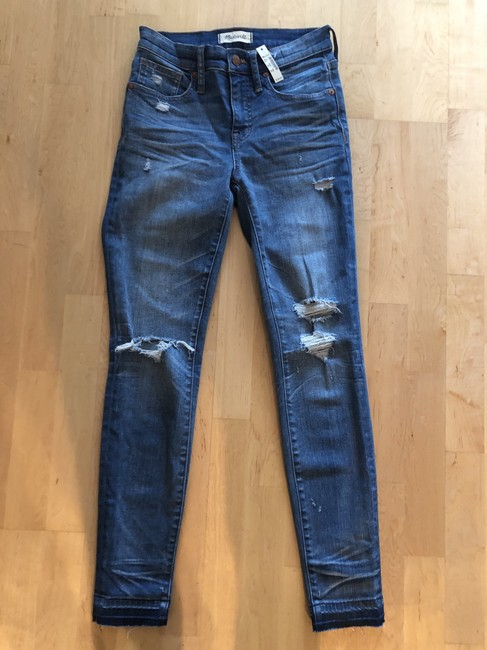 """Item - Blue Distressed 9"""" High Rise Skinny Jeans Size 26 (2, XS)"""