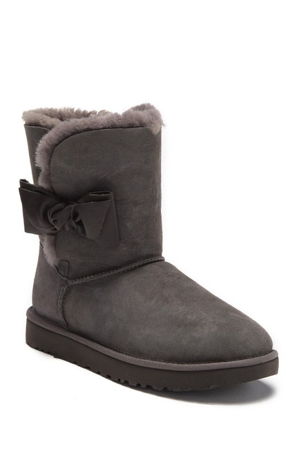 Item - Gray Daelyn Bow Short Suede Shearling Boots/Booties Size US 9 Regular (M, B)