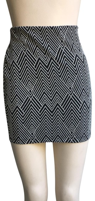 Item - Black White Chevron Stretchy Skirt Size 4 (S, 27)
