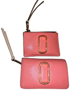 Marc Jacobs Wristlet in pink/peach