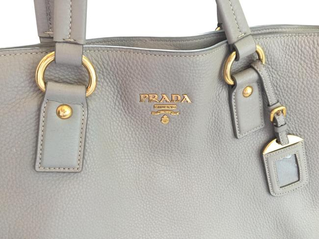 Item - Bag Leather Large Light Grey with Gold Hardware Saffiano Tote