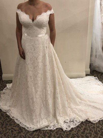 Preload https://img-static.tradesy.com/item/26192841/paloma-blanca-naturalchampagneantique-lace-4861-vintage-wedding-dress-size-14-l-0-0-540-540.jpg