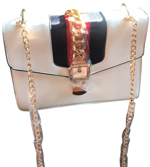 Preload https://img-static.tradesy.com/item/26193304/fashionable-white-cross-body-bag-0-2-540-540.jpg