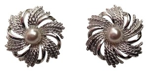 Sarah Coventry Sarah Coventry silvertone clip earrings