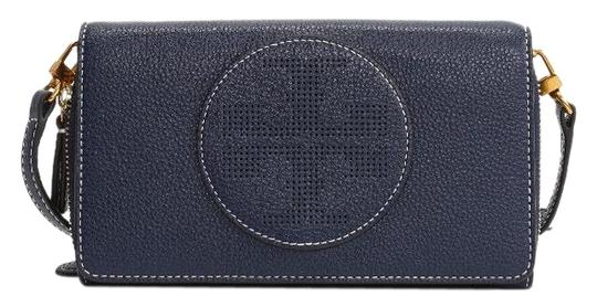Preload https://img-static.tradesy.com/item/26194316/tory-burch-perforated-logo-flat-wallet-navy-blue-leather-cross-body-bag-0-2-540-540.jpg