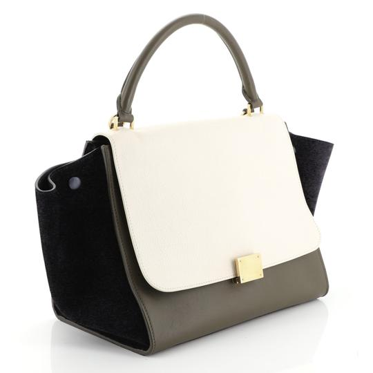 Céline Satchel in green, white and black l Image 1