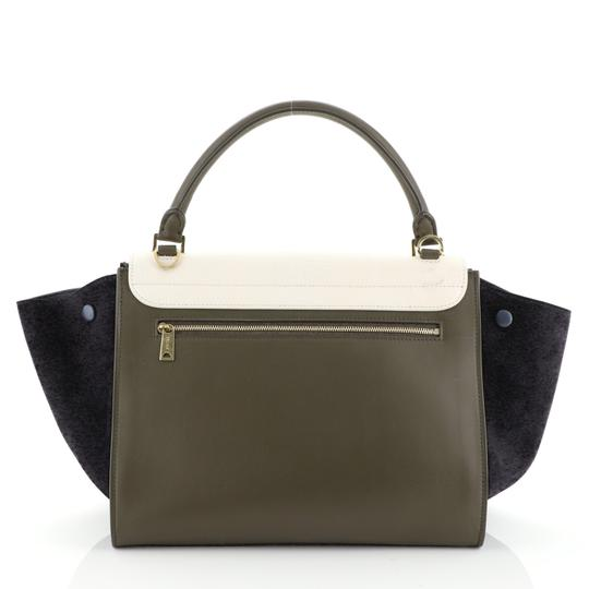 Céline Satchel in green, white and black l Image 2