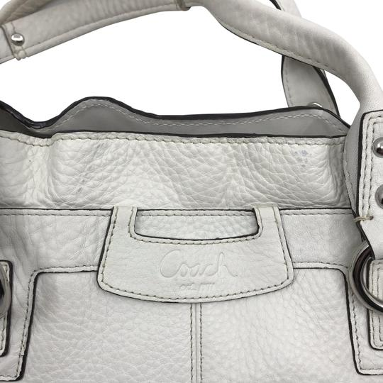 Preload https://img-static.tradesy.com/item/26196795/coach-white-leather-shoulder-bag-0-1-540-540.jpg