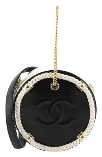 Preload https://img-static.tradesy.com/item/26197793/chanel-round-bag-en-vogue-crumpled-calfskin-small-white-and-black-leather-clutch-0-1-540-540.jpg
