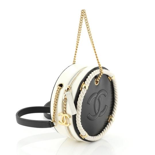 Chanel white and black Clutch Image 2