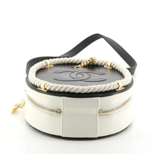 Chanel white and black Clutch Image 4