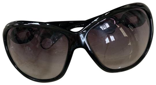 Preload https://img-static.tradesy.com/item/26198138/marc-by-marc-jacobs-black-chain-side-like-new-with-case-sunglasses-0-1-540-540.jpg