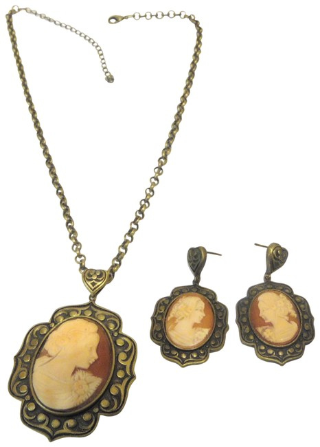 Item - Bronzetone Cameo Medallion and Earring Set Necklace