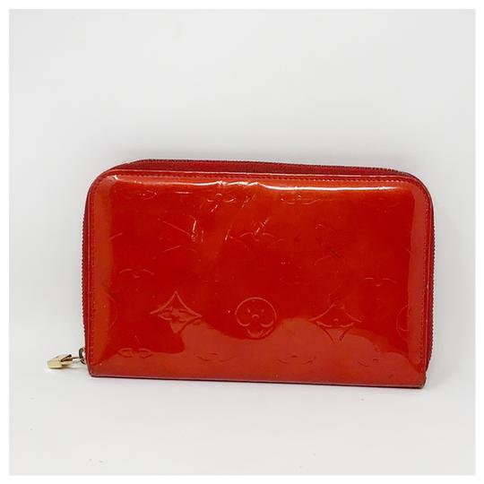 Preload https://img-static.tradesy.com/item/26207543/louis-vuitton-red-vernis-zipper-around-wallet-0-0-540-540.jpg