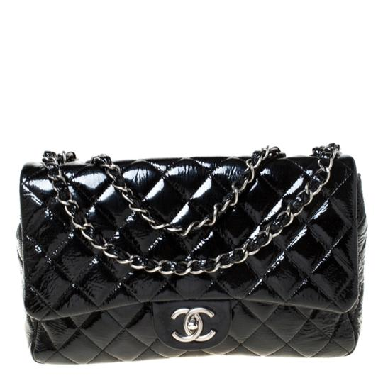 Preload https://img-static.tradesy.com/item/26210477/chanel-classic-flap-quilted-jumbo-classic-single-black-patent-leather-shoulder-bag-0-0-540-540.jpg