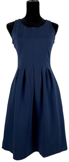 Item - Navy Pleated Flare Line Sleeveless Stretch Knee Length Mid-length Cocktail Dress Size 4 (S)