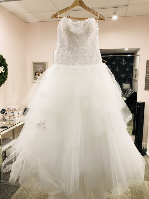 Item - White Lace & Tulle 2160 Formal Wedding Dress Size 10 (M)
