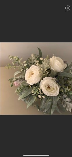 Silver and White Centerpiece Image 3