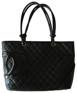 Chanel Tote in black hot pink