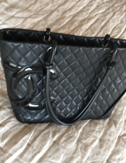 Chanel Tote in black hot pink Image 1