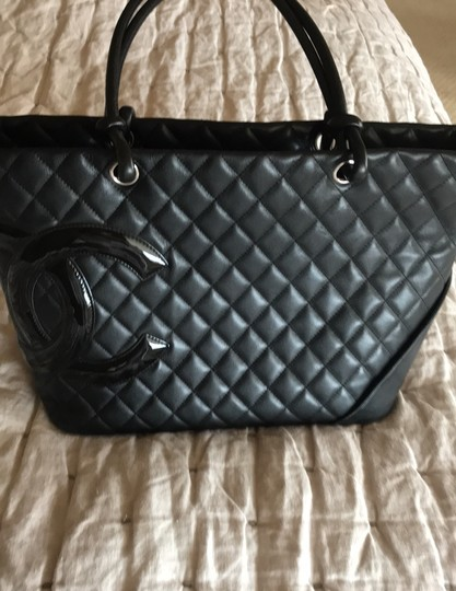 Chanel Tote in black hot pink Image 3